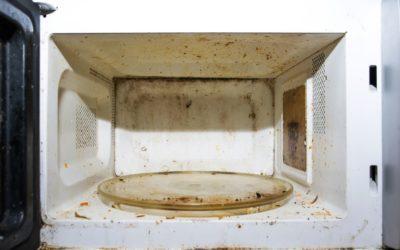 Mikrowelle mühelos reinigen mit Hausmitteln