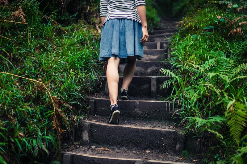 Röcke tragen ist so schön. Leider sorgt das bei vielen Frauen für wunde Oberschenkelinnenseiten.