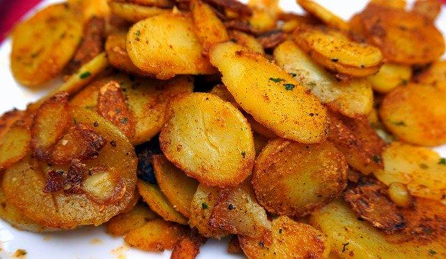 Aussen knusprig und würzig, innen weich. Perfekte Bratkartoffeln.