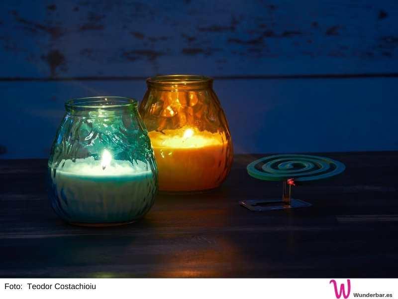 Mit speziellen Kerzen kannst Du ohne Mücken draussen sitzen