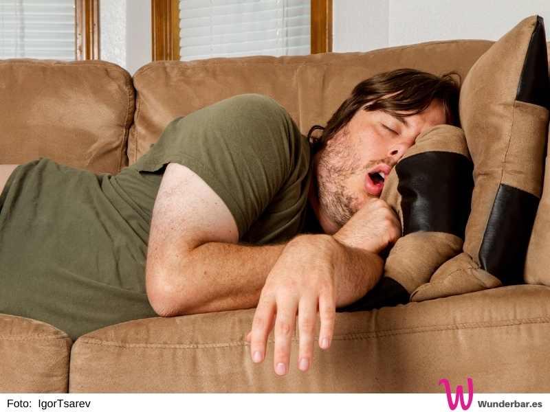 Auch ein Mittagsschläfchen ist im Home Office eine feine Sache. Wichtig ist vor allem: die Pause wirklich zur Erholung nutzen.