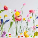 Osterstrauss mit Zweigen und Blumen